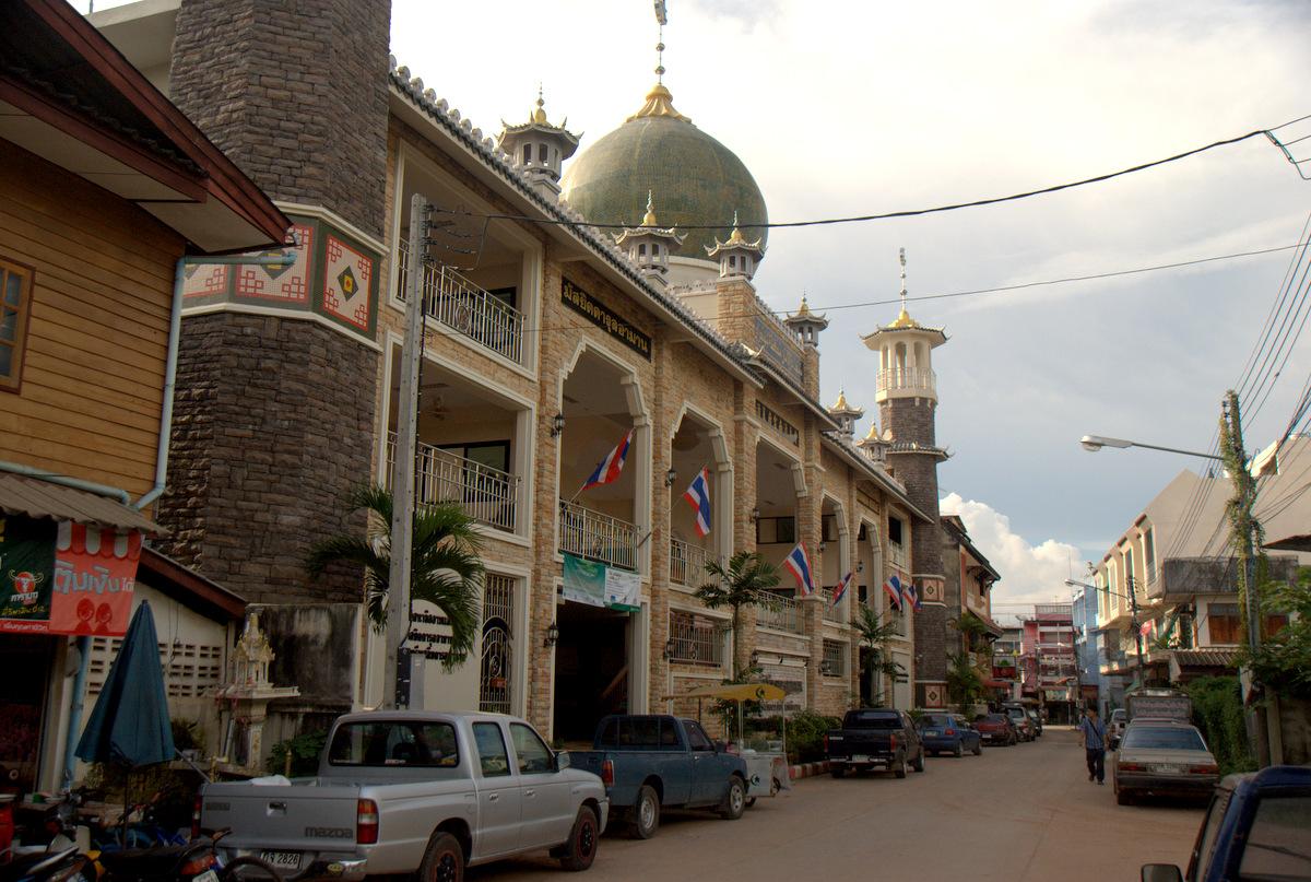 Zaliczyć Birmę, spróbować kasztanów i uciec przed powodzią 105