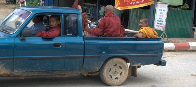 Zaliczyć Birmę, spróbować kasztanów i uciec przed powodzią