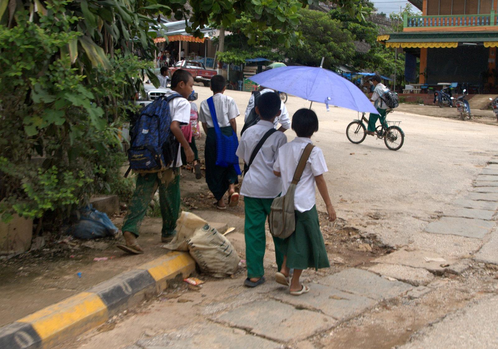 Zaliczyć Birmę, spróbować kasztanów i uciec przed powodzią 116