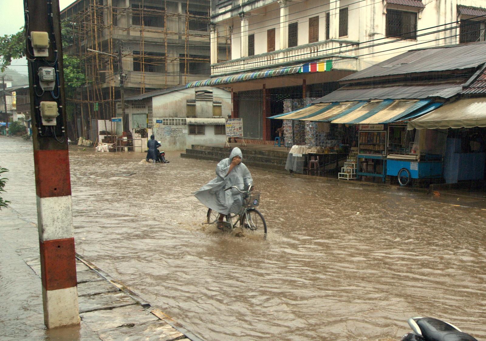 Zaliczyć Birmę, spróbować kasztanów i uciec przed powodzią 128