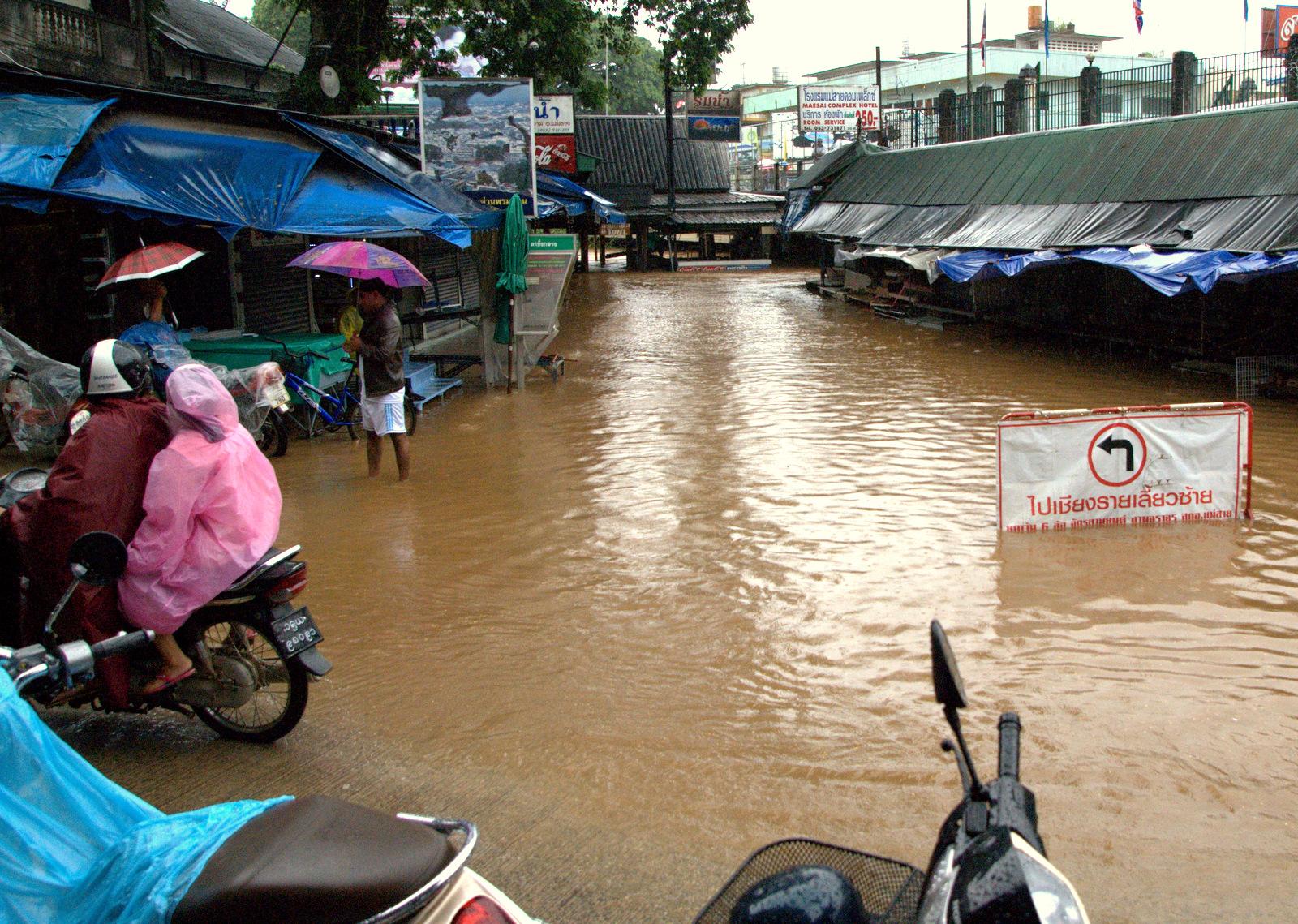 Zaliczyć Birmę, spróbować kasztanów i uciec przed powodzią 138