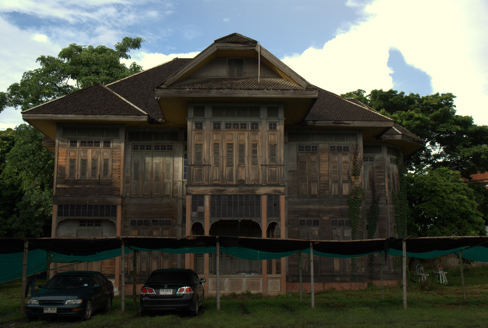 Miasta kultu, miasta małp, ale najbardziej Lampang 124