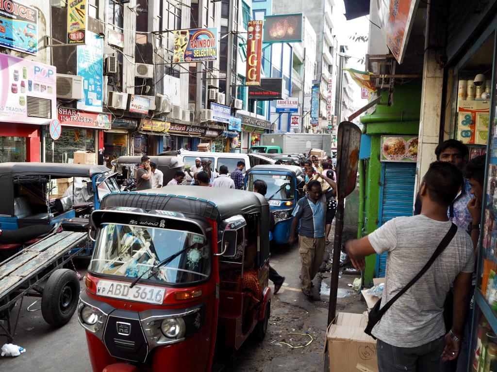 Etap 2: Jak przeżyć drogę autobusem do Colombo? 14