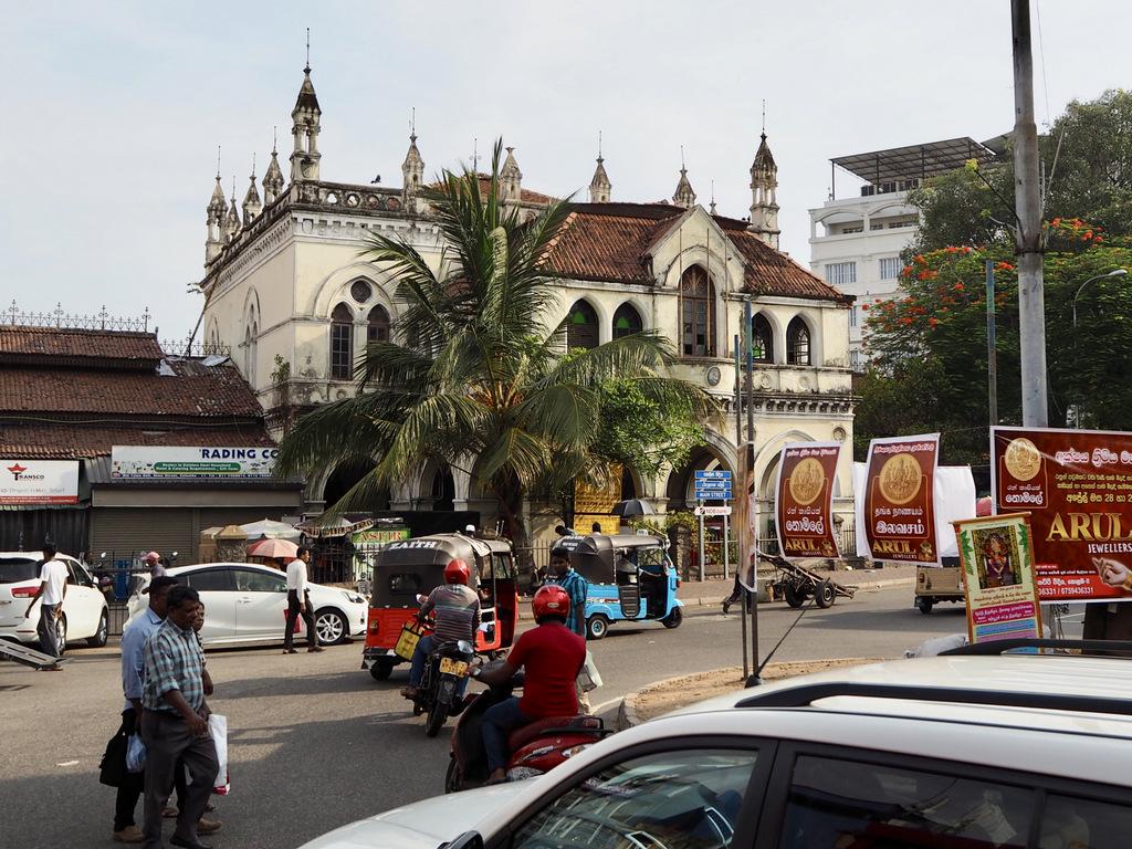 Etap 2: Jak przeżyć drogę autobusem do Colombo? 11