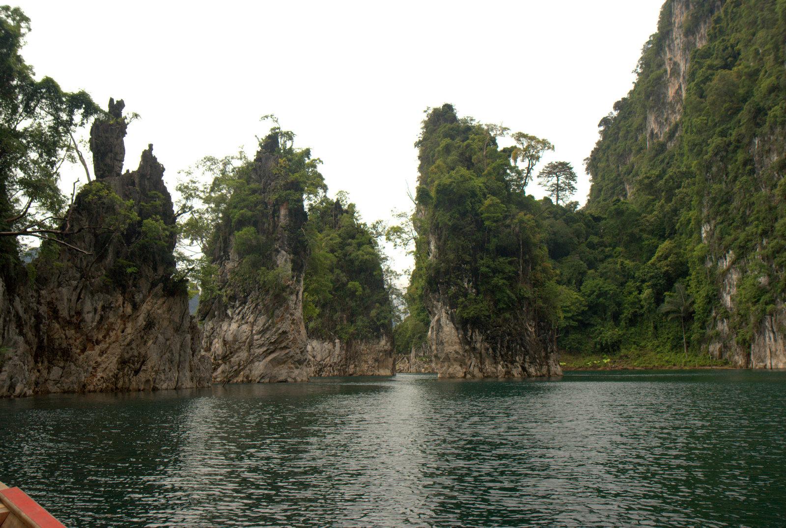Jeziorem Cheow Lan, dżunglą, na plażę Railey 97