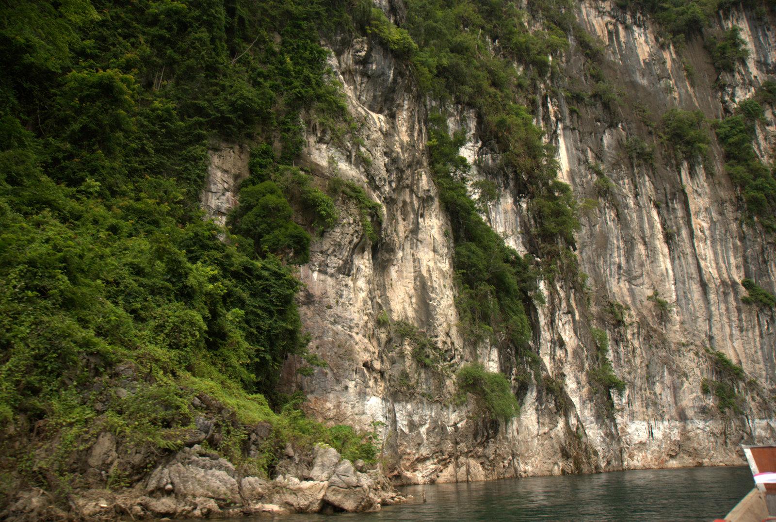 Jeziorem Cheow Lan, dżunglą, na plażę Railey 93