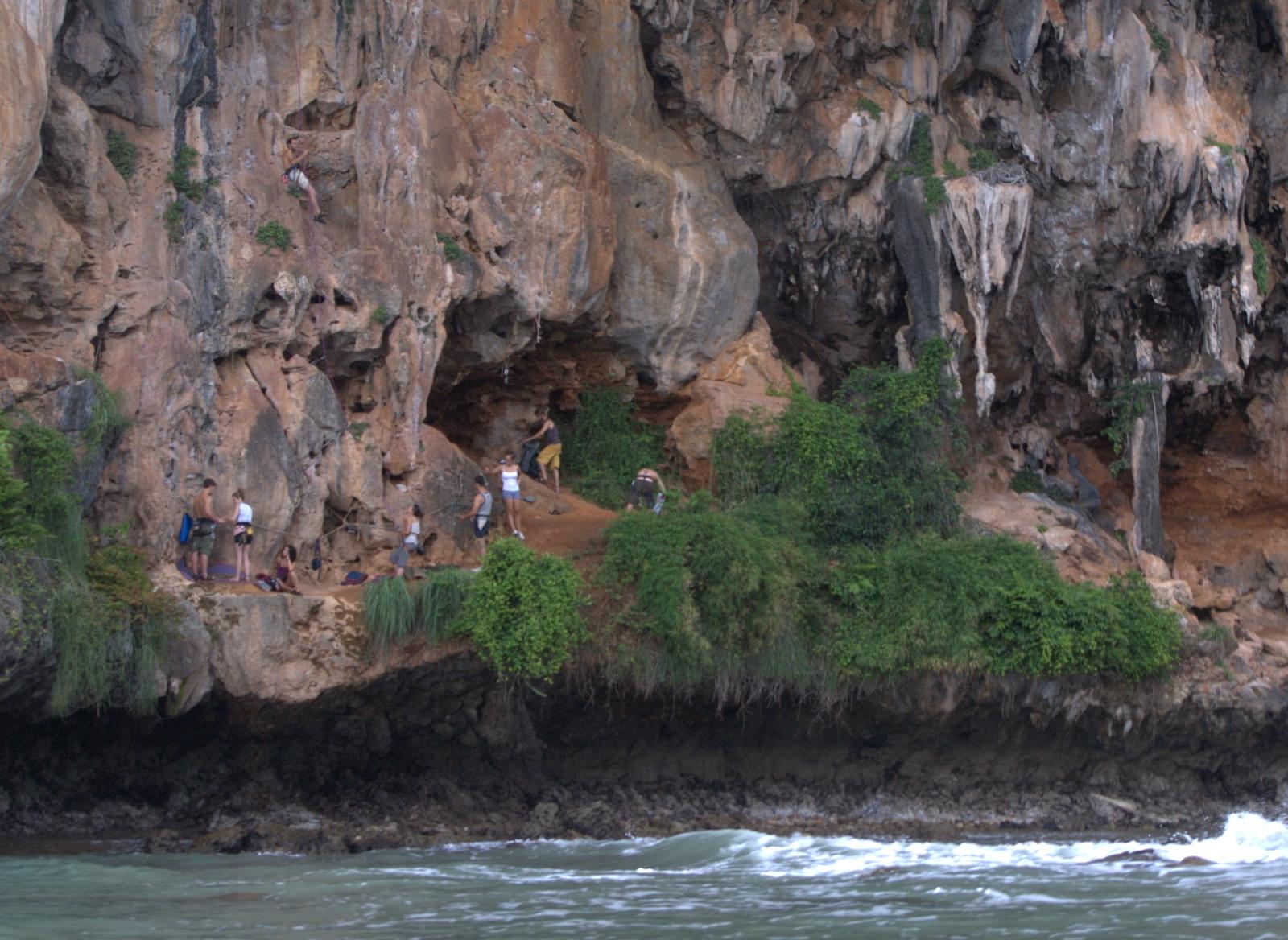 Jeziorem Cheow Lan, dżunglą, na plażę Railey 114