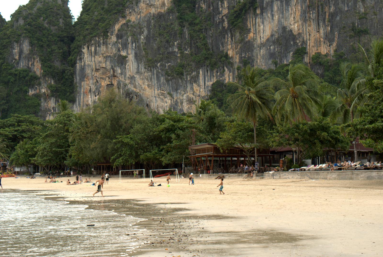 Jeziorem Cheow Lan, dżunglą, na plażę Railey 115