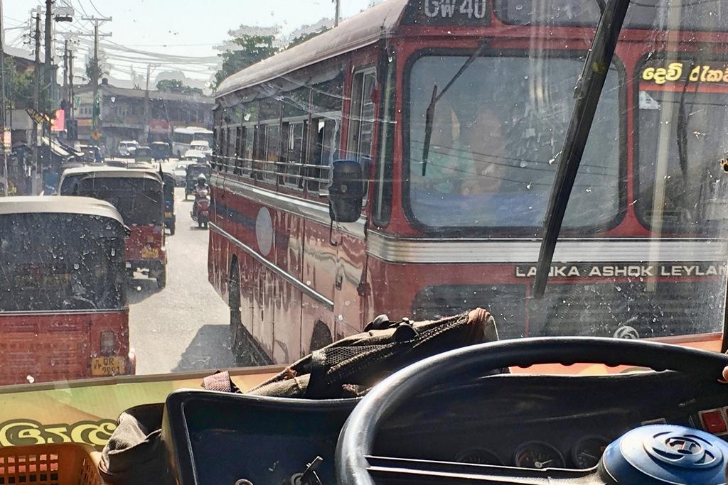 Etap 2: Jak przeżyć drogę autobusem do Colombo? 8