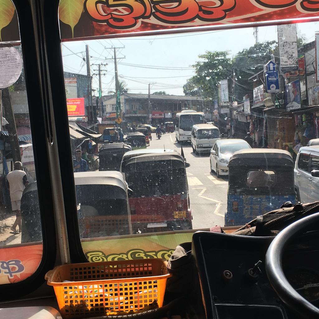 Etap 2: Jak przeżyć drogę autobusem do Colombo? 9