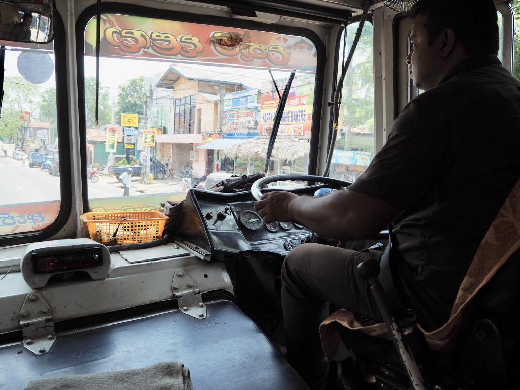 Etap 2: Jak przeżyć drogę autobusem do Colombo? 7