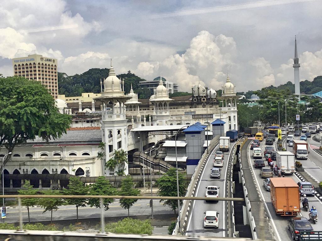 Etap 3: Kuala Lumpur (1). Wieże, ulice i świątynie... 13