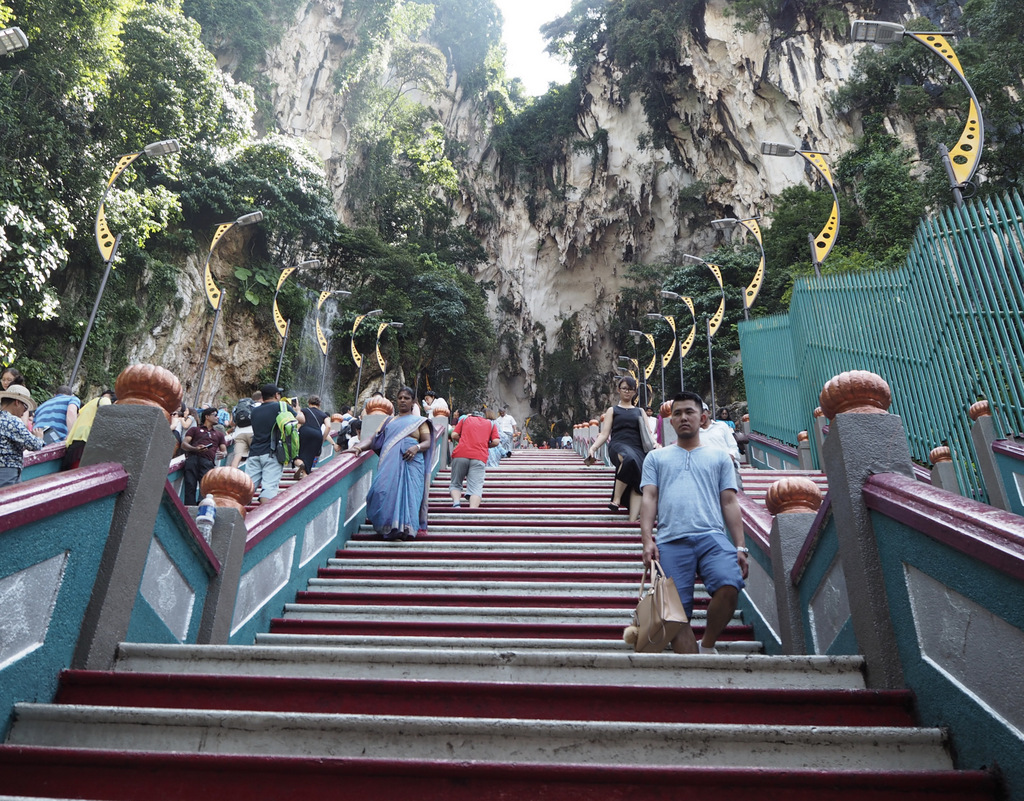 Etap 3: Kuala Lumpur & Batu Caves. Jaskinie, ścieżki w lesie i deszcz... 10
