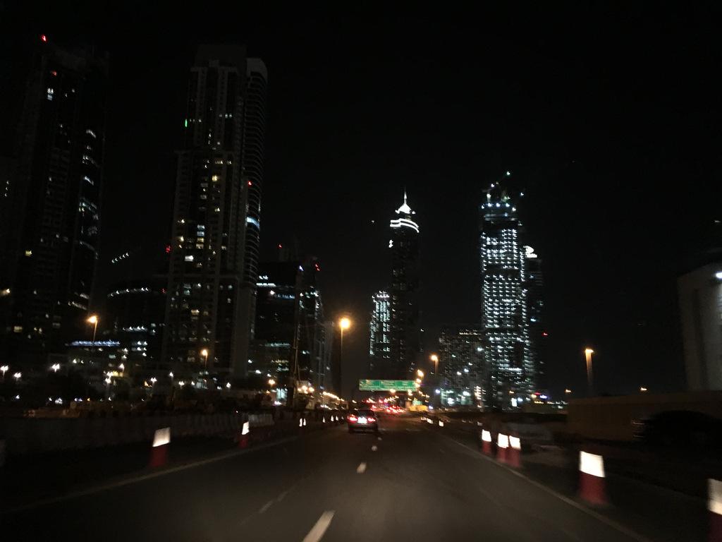 Etap 8: Dubaj. Limuzyną z lotniska 50